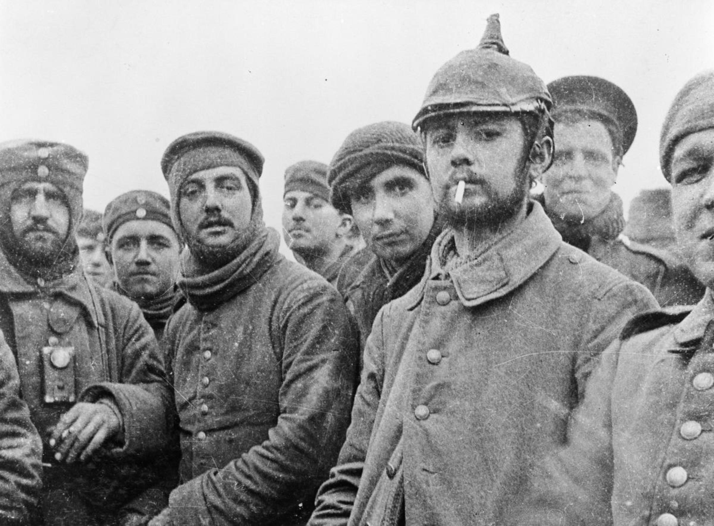 Vánoční příměří 1914 - britští a němečtí vojáci v Ploegsteertu v Belgii