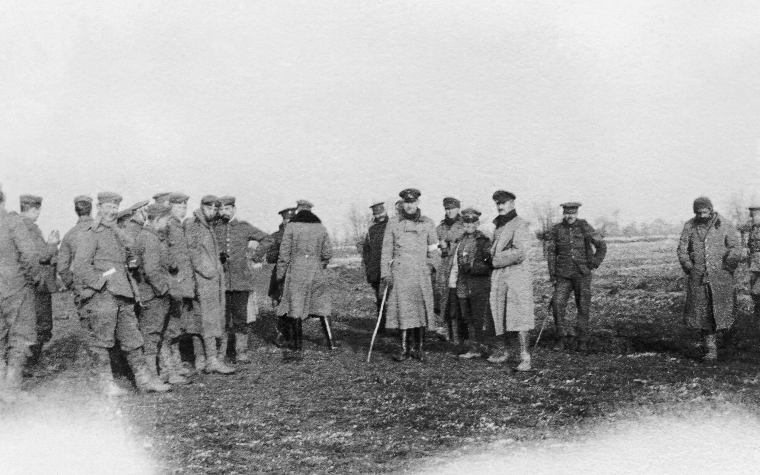 Vánoční příměří na Vánoce v roce 1914 - vojáci dvou armád v zemi nikoho